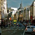 Animation dans la rue Saint-Antoine.