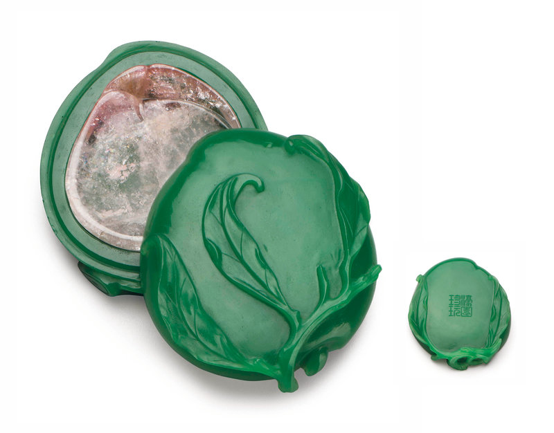 2012_NYR_02648_1221_000(a_very_rare_semi-opaque_green_glass_peach-form_box_and_cover_with_tour013215)