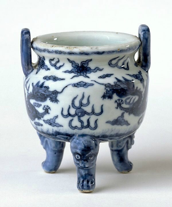 Tripod censer, early 17th century, China, Ming dynasty (1368- 1644), Wanli period (1573 - 1619), Jingdezhen, Jiangxi Province, porcelain with underglaze blue decoration, 11.0 x 8.7 cm. Gift from the J.H. Myrtle Collection 2000, 133.2000. Art Gallery of New