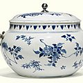 A blue and white potiche and cover china, mid-17th century
