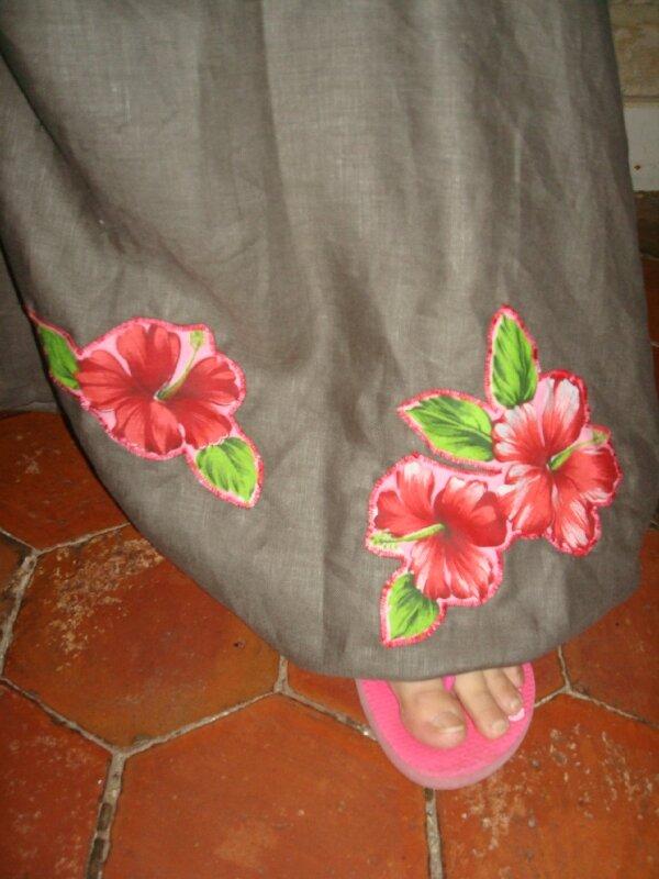 sarouel evolutif de grossesse lin taupe + fleurs rouge fushia