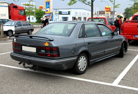 Ford_scorpio_ghia_berline__1985_1998__Rencard_du_Burger_King_mai_2010__02