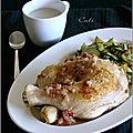 Cuisses de poulet, sauce au bleu & courgettes sautées