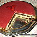 Gateau moelleux miroir de fraises et ganache chocolat.