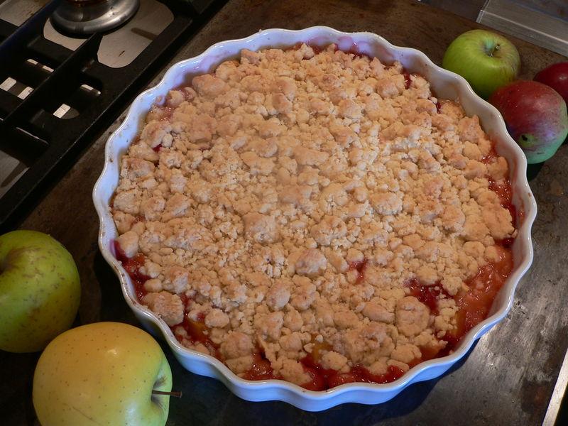Crumble aux pommes et prunes