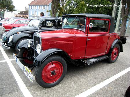 Peugeot_201_coup__docteur__Tako_Folies_Cernay_2011__01
