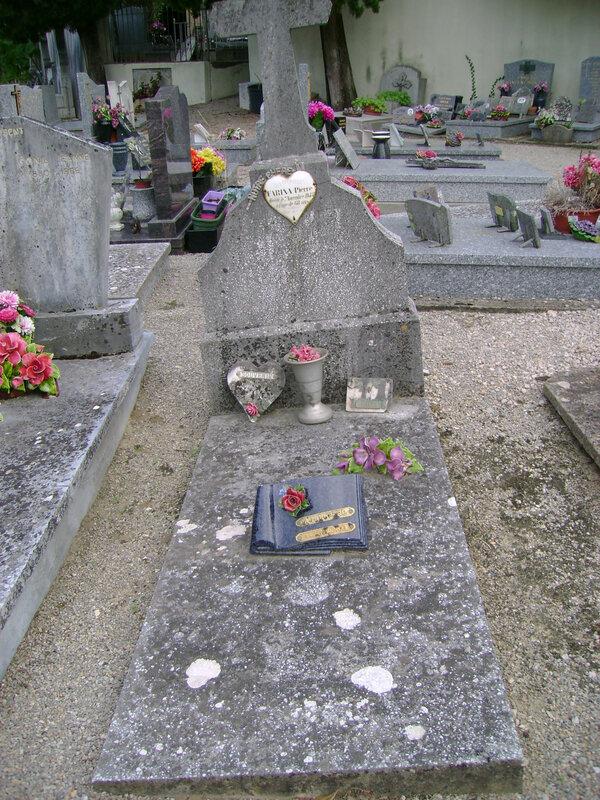 259 - Tombe de la famille Farina