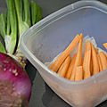 Repas végétarien: salade de haricots verts et omelette aux légumes rotis
