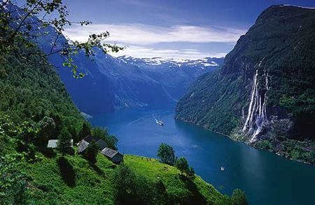 cruise_on_the_fjord