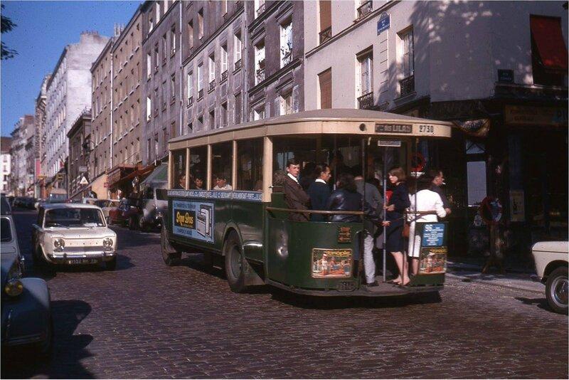 la rue de Ménilmontant, au niveau de la rue Sorbier, en 1964