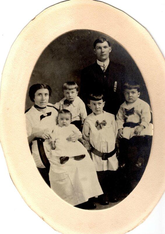 1916 Marie-Jeanne Queffelec avec toute sa famille
