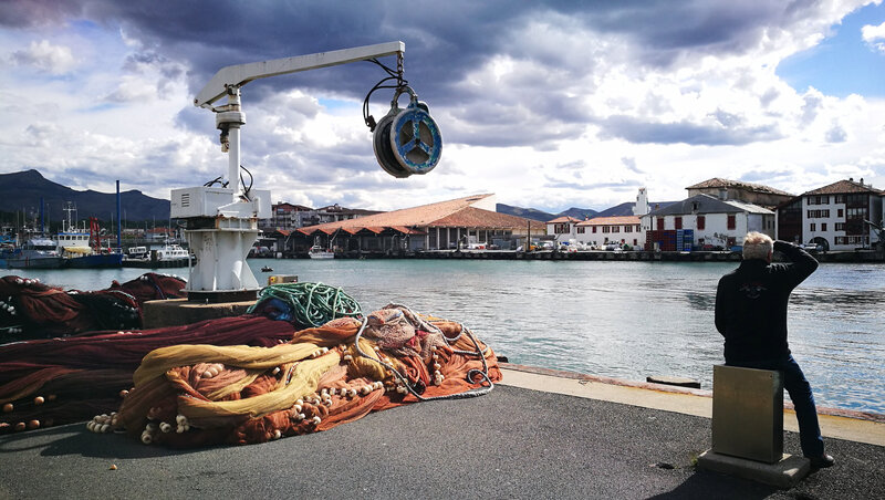 Saint-Jean-de-Luz, port, grue et filets (64)