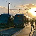 Station La Cité du Vin, Tram B au soleil couchant