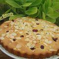 Gâteau aux fraises et framboises du jardin aux amandes effilées