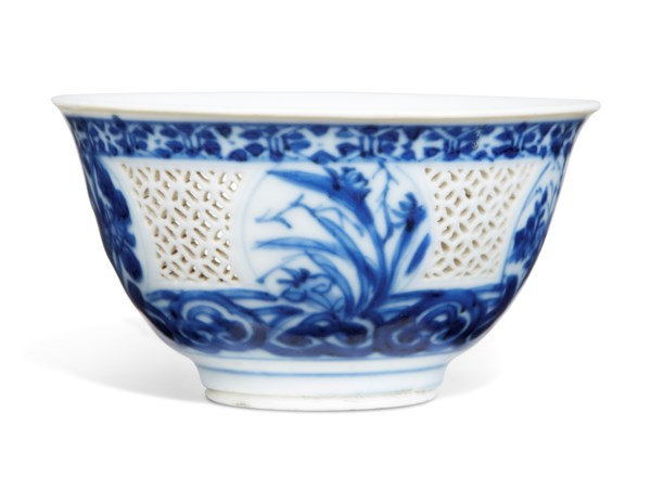 A blue and white reticulated 'flower' bowl, late Ming dynasty, circa 1640