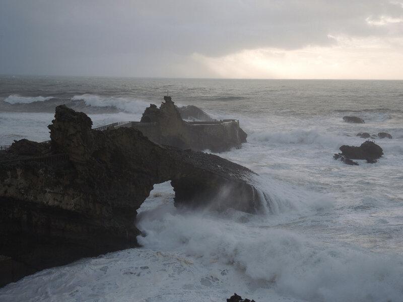 Biarritz, Rocher de la Vierge et vagues, mars (64)