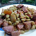 Flageolets à la morteau, tomate et oignon