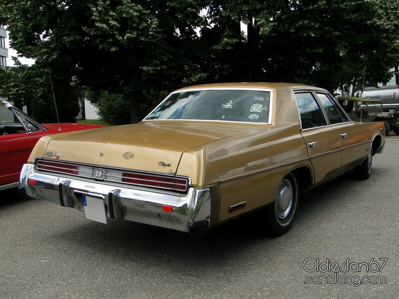 chrysler-newport-sedan-1977-4