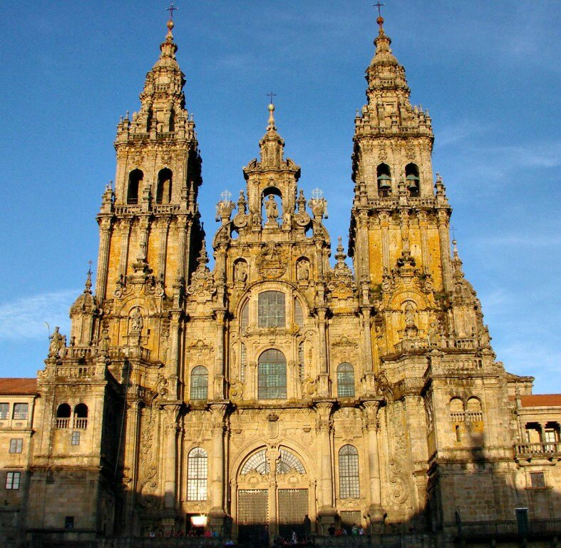 Santiago-de-Compostela-Cathedral-in-Spain_Exterior-view_7016