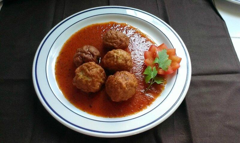 Boulettes de thon à la sauce tomate piquante