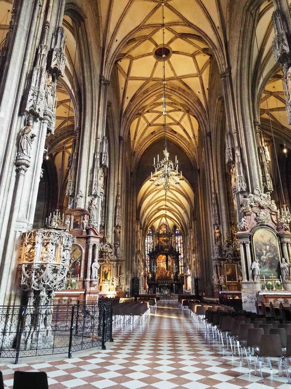 St Etienne intérieur 1