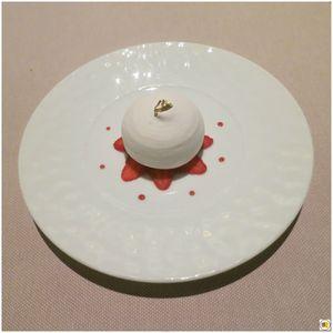 Les fraises Gariguette en coque meringuée, en carpaccio et sorbet basilic
