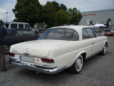MERCEDES_220_SE_coup__Offenbourg__2_