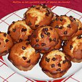 Muffins au lait concentré sucré et pépites de chocolat.
