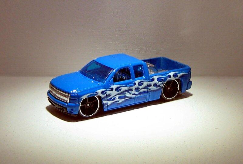Chevrolet chevy silverado (Hotwheels 2013)