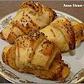 Mini croissants au homard et au pavot
