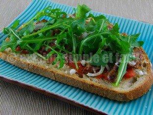 Tartine de foies de volaille et tomates 05