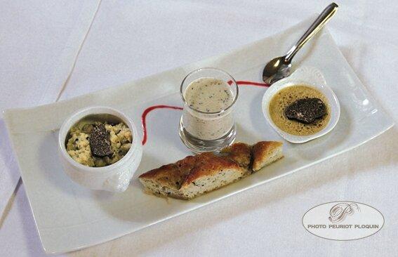 Mise_en_bouche_aux_aromes_de_truffes_par_La_Chartreuse_a_Cahors_46_Repas_gastronomique_de_la_Fete_de_la_truffe_a_Lalbenque