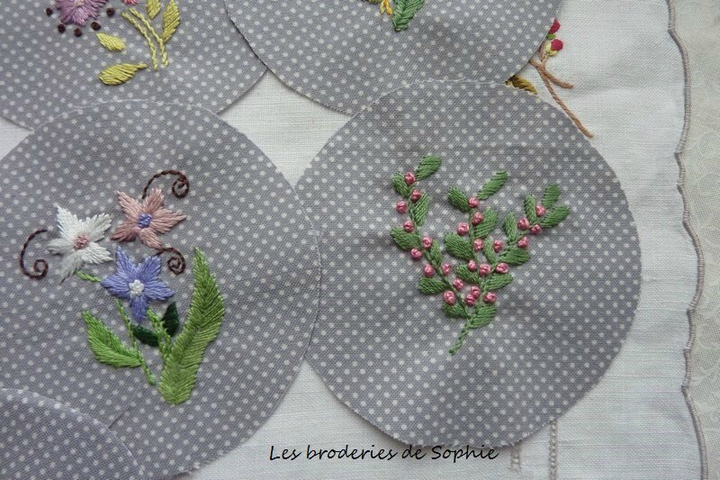 Broches brodées (4)