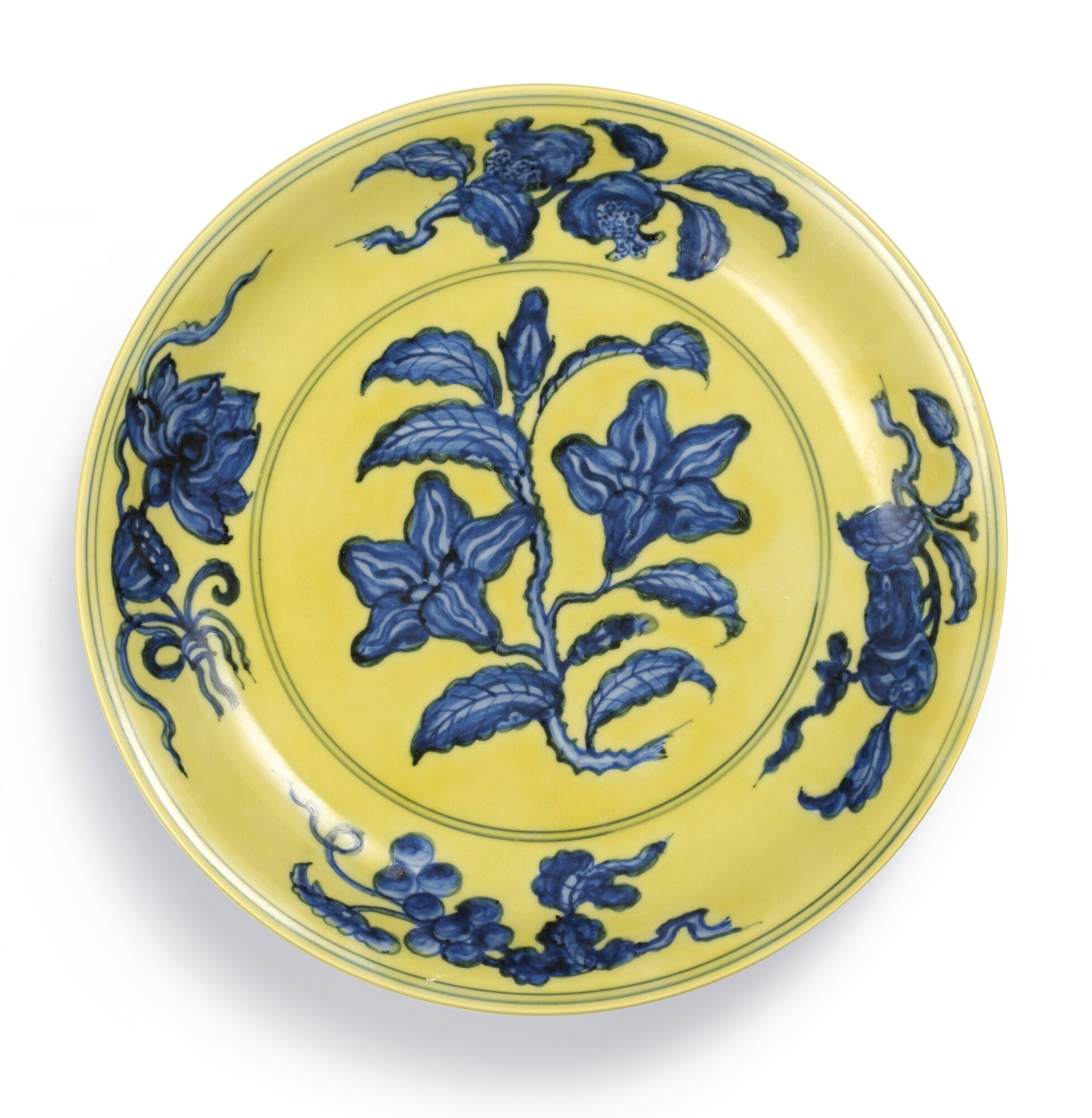 An exceptional yellow-ground blue and white 'gardenia' dish, Nark and period of Hongzhi (1488-1505)
