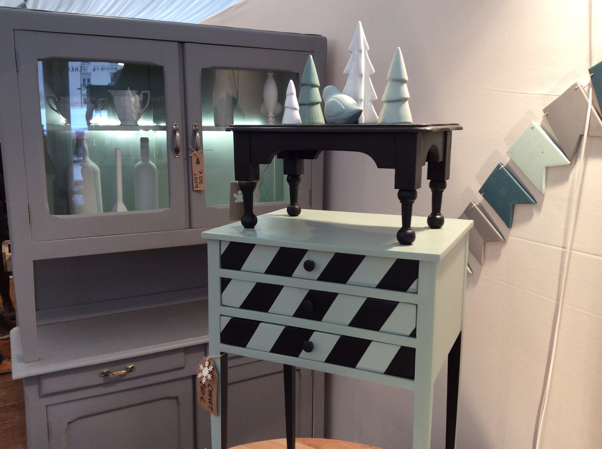salon des artisans cr ateurs patines et cie relooking de meubles. Black Bedroom Furniture Sets. Home Design Ideas