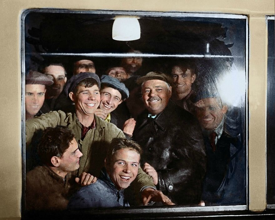 The-First-Passengers-Of-The-Moscow-Metro-1935