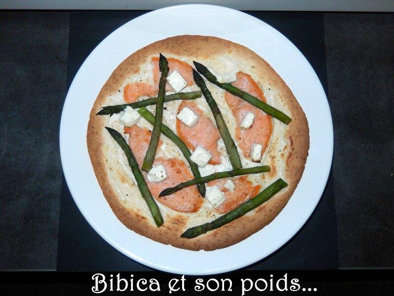 Pizza blanche express au saumon fum+® et asperges vertes