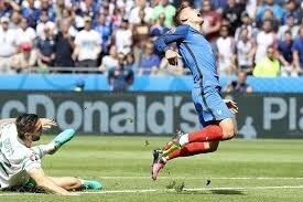 """Résultat de recherche d'images pour """"foot joueur fauché"""""""