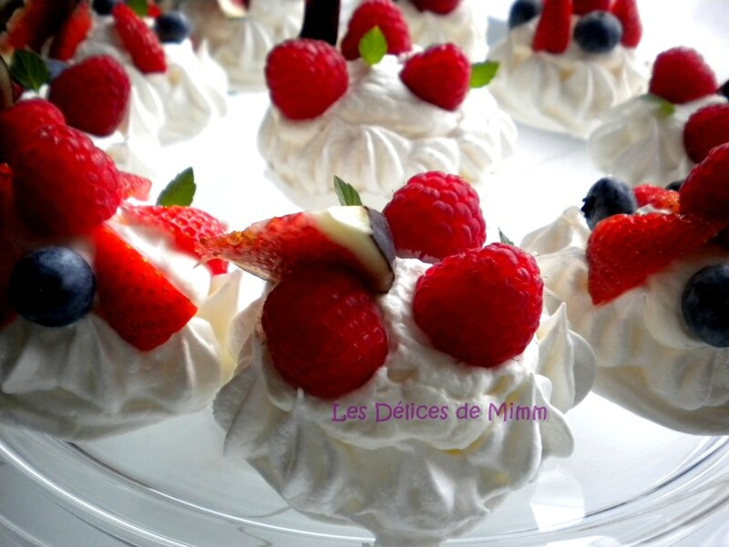 Mini-pavlovas aux fruits rouges, chantilly au Limoncello 3