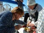préparation du repas sur le Zaglav 110416
