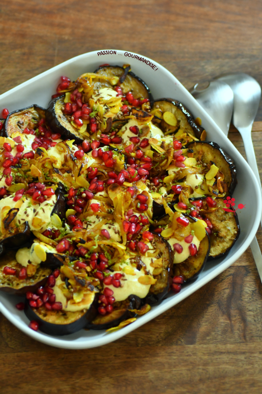 Aubergines rôties, sauce yaourt au curry, oignons frits, amandes & arilles_1
