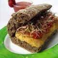 Sandwich au pâté végétal et gaspacho tomate-fraise-basilic