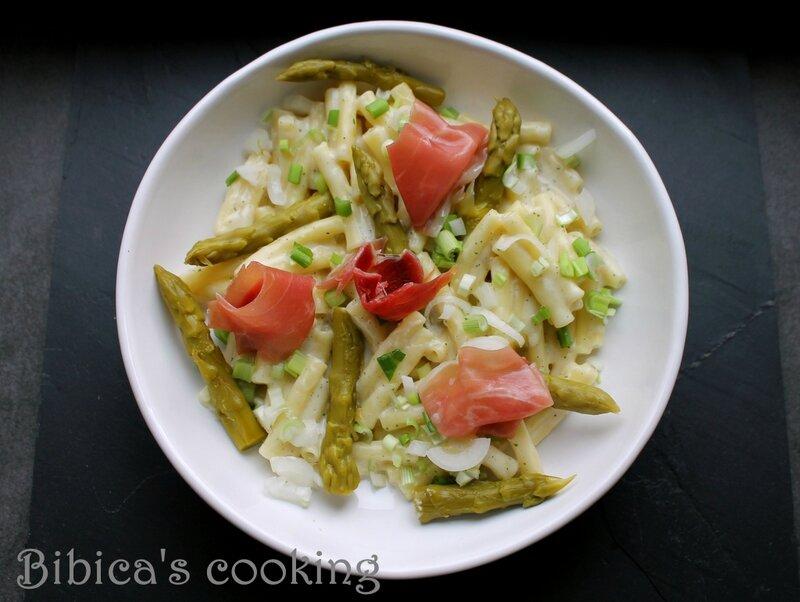 Pâtes au jambon italien, asperges et sauce au Maroilles