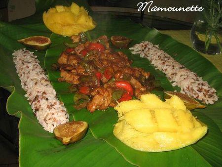 Porc exotique mangue figue aux 3 riz niché sur feuille de banane 013