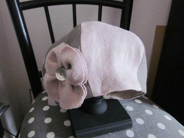 chapeau bicolore en lin gris et rose avec fleur de lin rose (2)