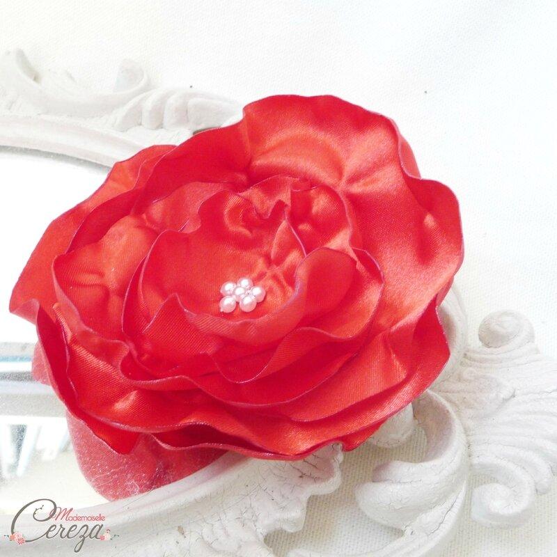 broche-fleur-mariage-rouge-blanc-personnaliser-robe-de-mariee-tenue-melle-cereza-deco-1