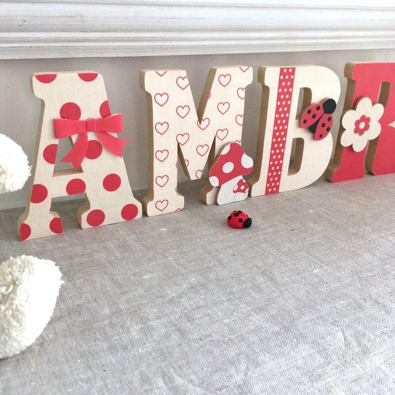 lettres en bois prenom rouge beige 2