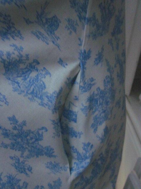 Robe HENRIETTE en coton écru imprimé toile de Jouy bleu (8)