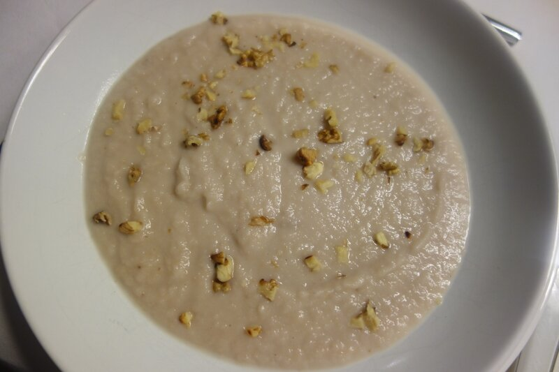 soupe de céleri-rave aux noix et aux lardons