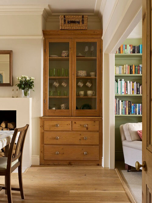 dresser+in+edwardian+town+house+